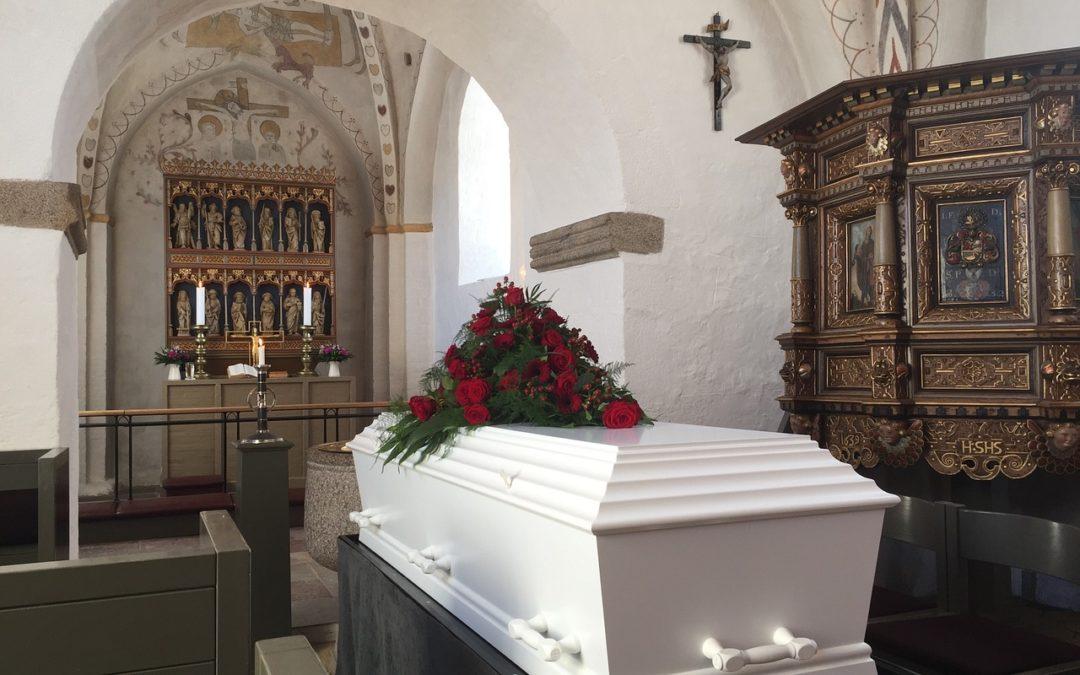 Pogrzeb z kremacją czy tradycyjny?